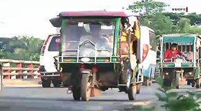 চট্টগ্রাম-কক্সবাজার মহাসড়কে অবাধে চলছে অবৈধ যান