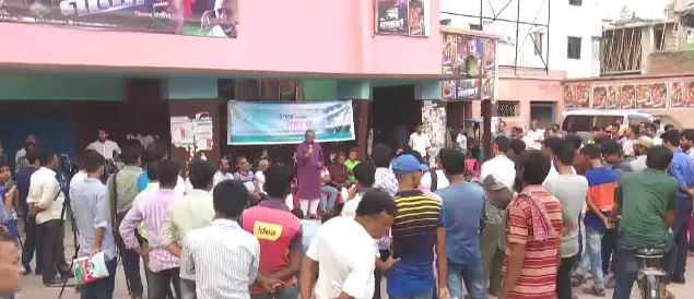 'উপহার' সিনেমাহল বাঁচানোর দাবি