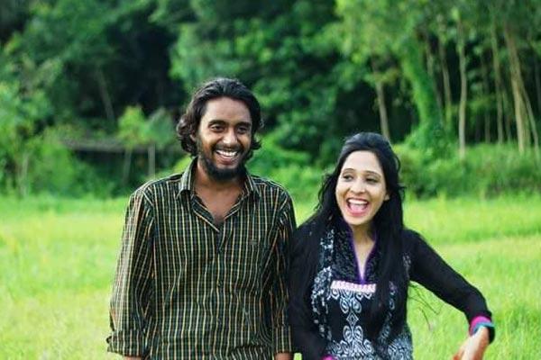 চলচ্চিত্র পরিচালকের স্ত্রীর ঝুলন্ত মরদেহ উদ্ধার