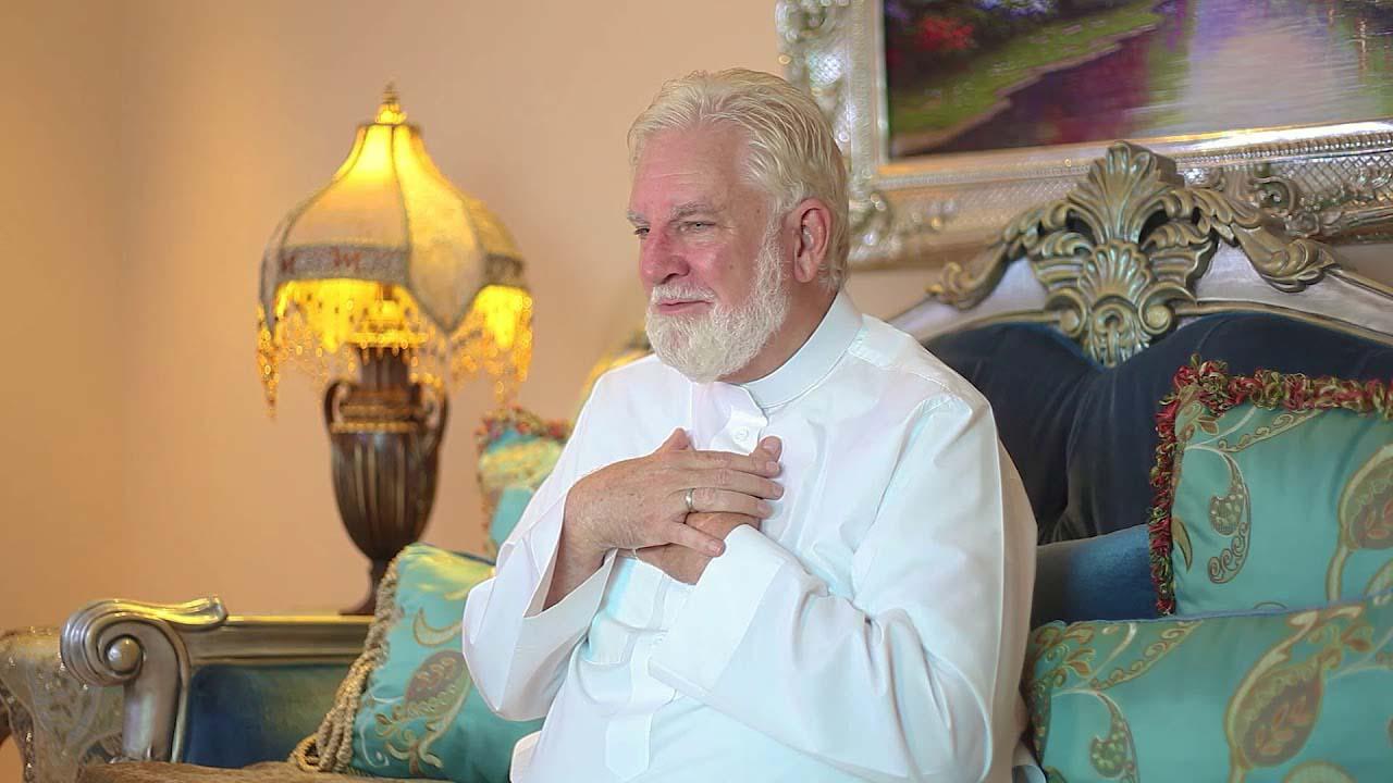 কোরআনের অনুবাদ করতে গিয়ে মুসলিম হলেন মার্কিন যাজক