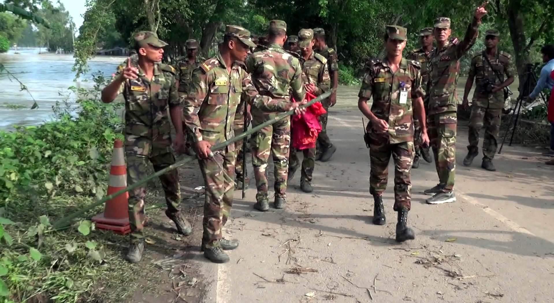 টাঙ্গাইলের বাঁধ মেরামতে কাজ করছে সেনাবাহিনী