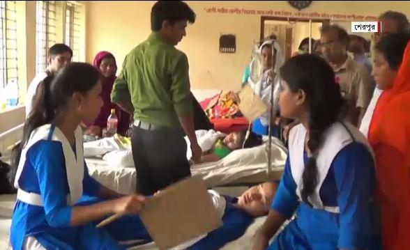 বেত্রাঘাতে আহত ছয় শিক্ষার্থী, শিক্ষক আটক