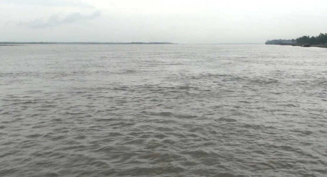 ছবি তুলতে গিয়ে নদীতে পড়ে শিশু নিখোঁজ