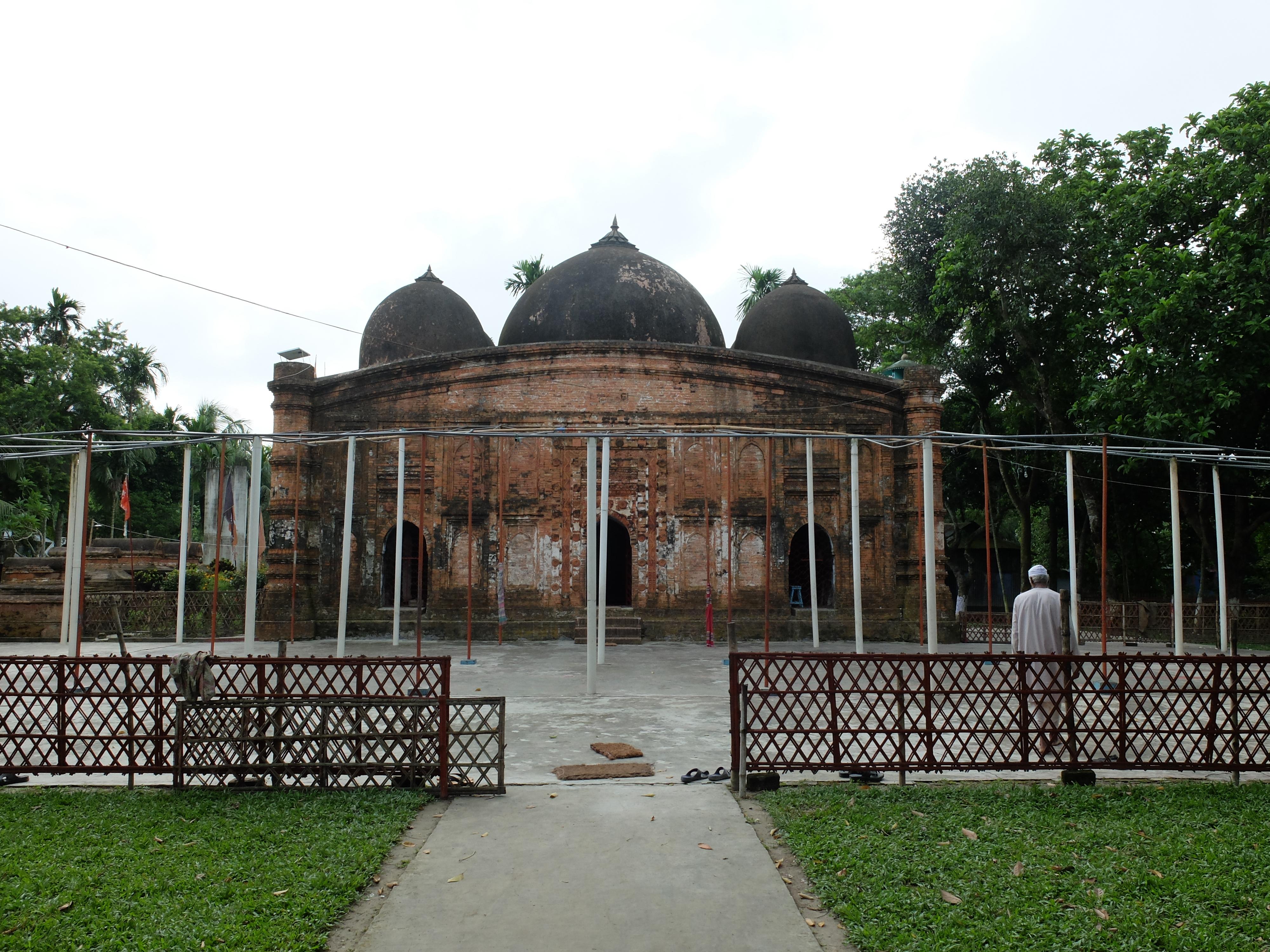 কুতুব শাহ মসজিদের ঐতিহ্যবাহী স্থাপত্য হুমকির মুখে