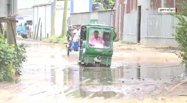 আশুগঞ্জ-আড়াইসিধা সড়কে দুর্ভোগ চরমে