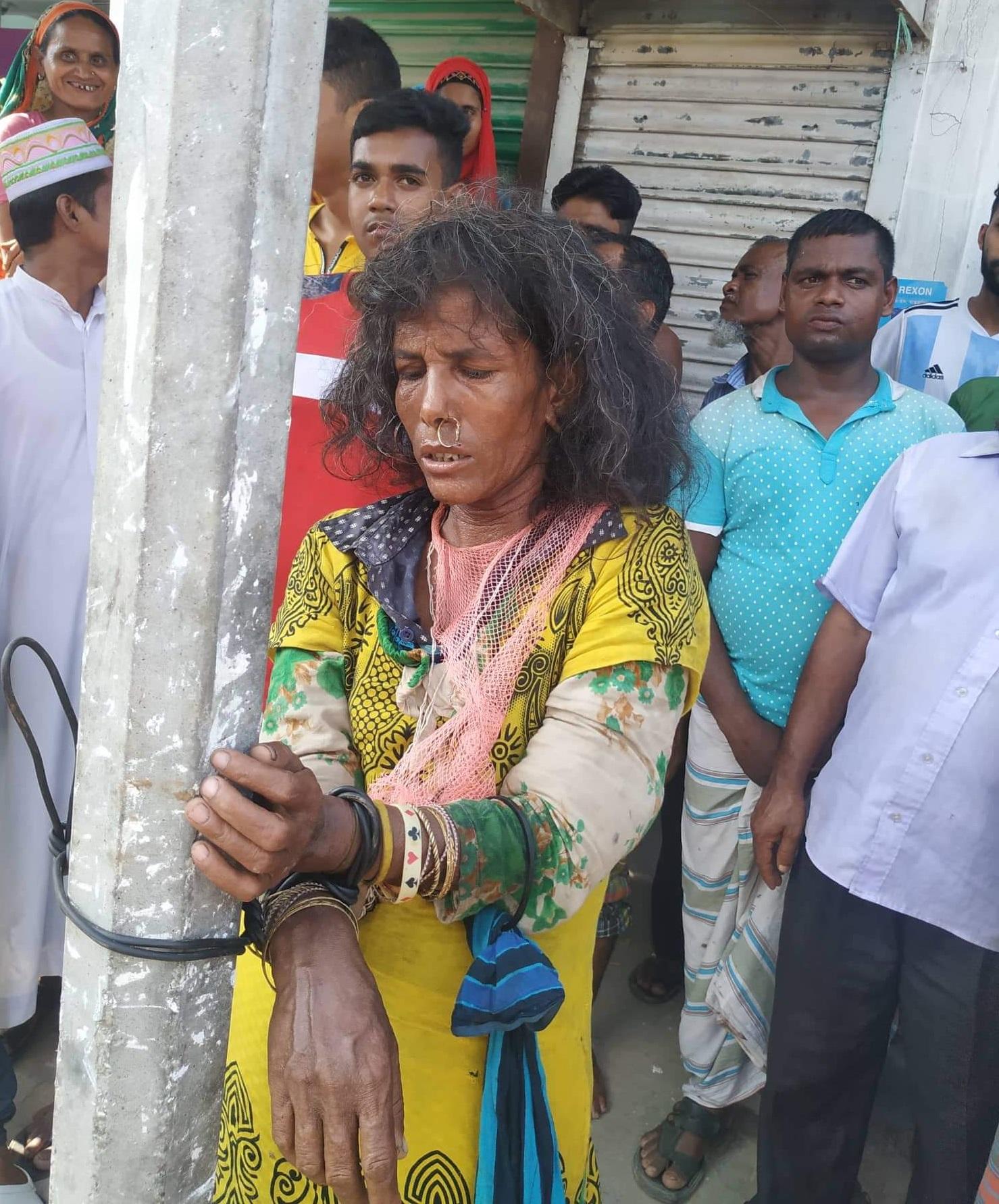 ছেলেধরা সন্দেহে মানসিক ভারসাম্যহীন নারীকে বেঁধে পিটুনি