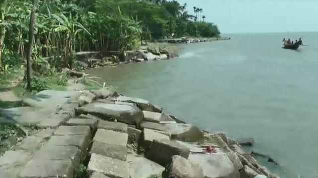 নদী ভাঙনে বিলীন হয়ে যাচ্ছে আশ্রায়ণ প্রকল্প