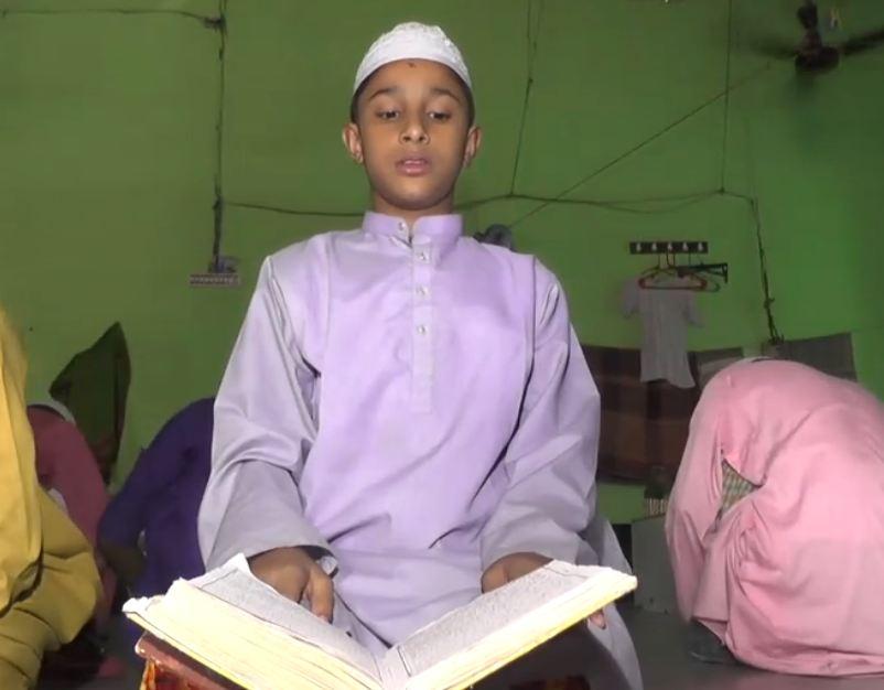 মাত্র ৪০ দিনেই কোরআন মুখস্থ করলো ৯ বছর বয়সী এক শিশু
